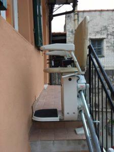 Dettaglio arrivo servoscala a poltroncina installato in Orco Fegliono, Savona