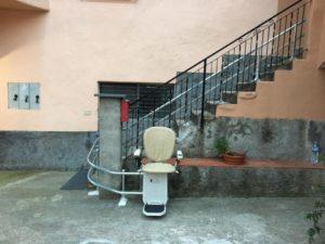 Montascale in Savona, servoscala a poltroncina dettaglio discesa