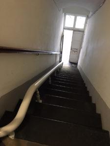 Dettaglio rotaia servoscala ergo unica installazione a Loano